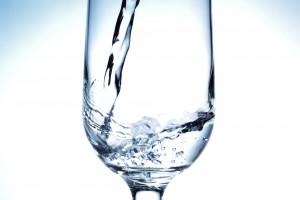 水道水はミネラルウォーター類より厳しい基準