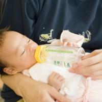 子育てママ必見!1日で赤ちゃんに与える水の量は?