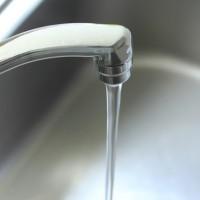 水道水の残留塩素が皮膚に影響!ウォーターサーバーで肌荒れ対策