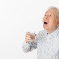歳を重ねるごとにカラダの水分量が低下!健康を目指す水の飲み方